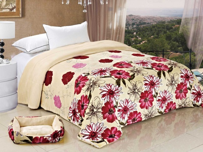 Flannel Double Microfiber Filled Blanket Printed and Applique Red