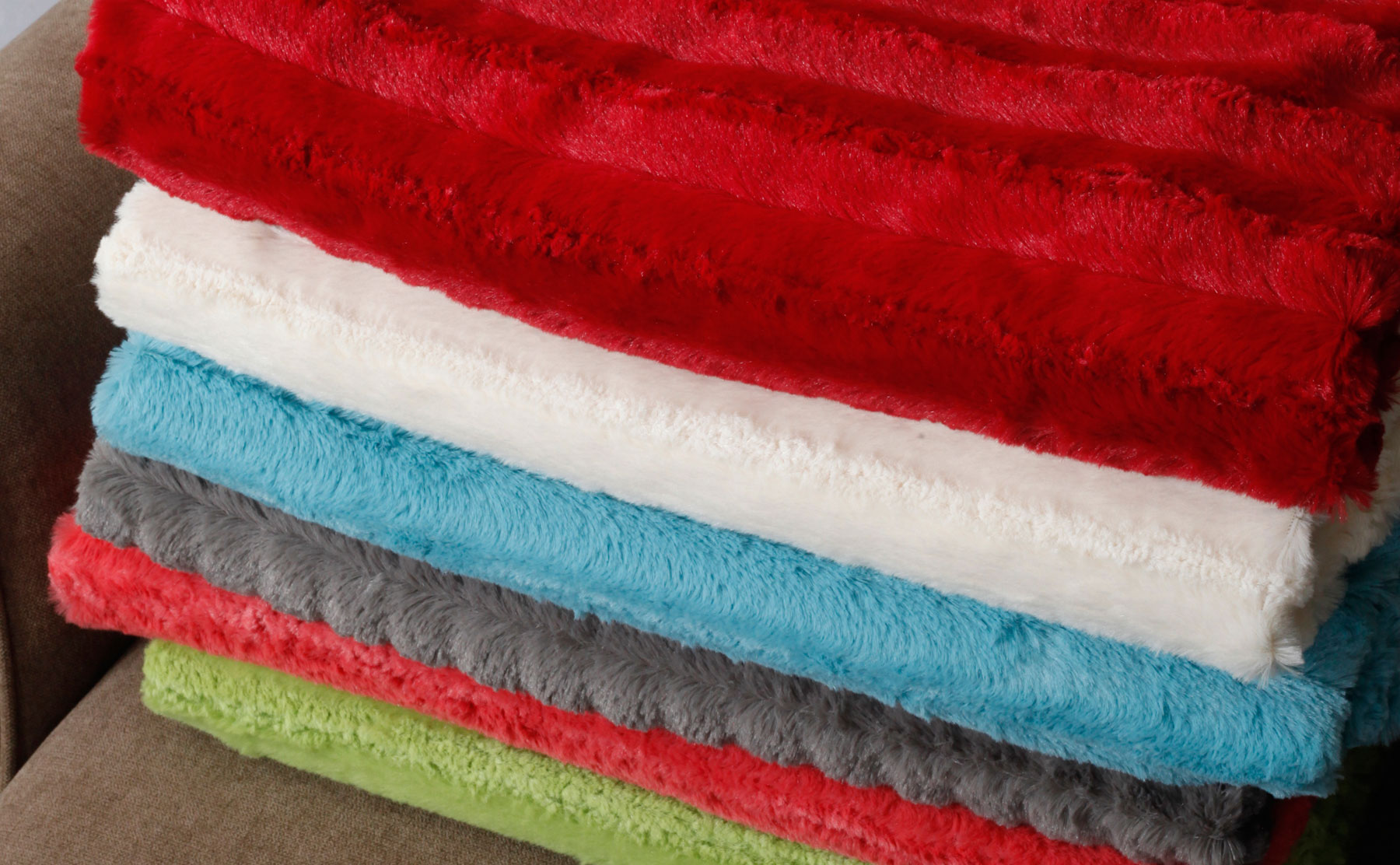 Derby Style Faux Fur Throw Blankets